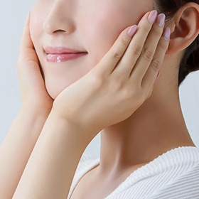 Prevent wrinkles and sagging with massage and supplements